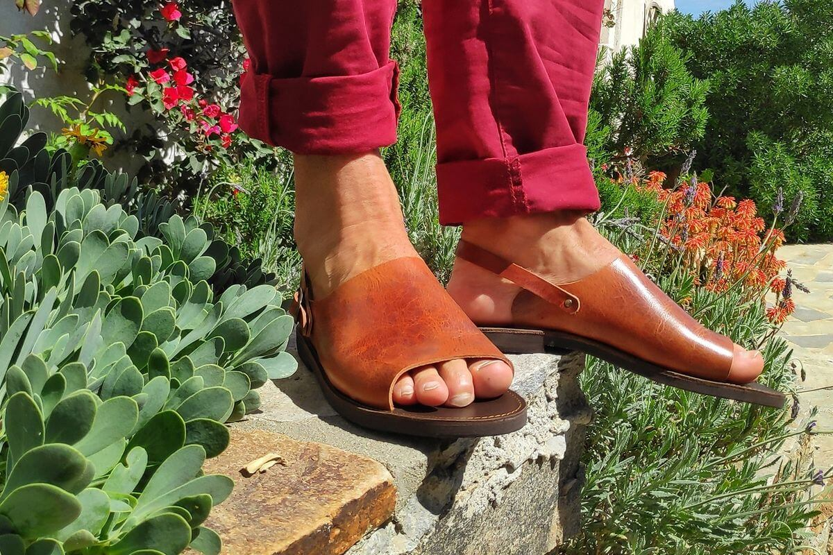Handmade leather sandals for men, the epitome of summer shoes